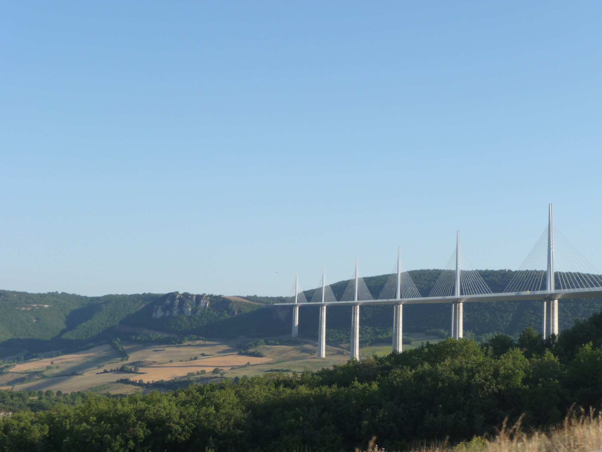 Viaduc de Millau, vom Rastplatz Aire de Brocuéjouls aus gesehen
