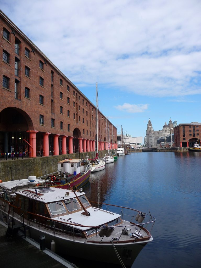 Albert Dock im sanierten Hafen in Liverpool