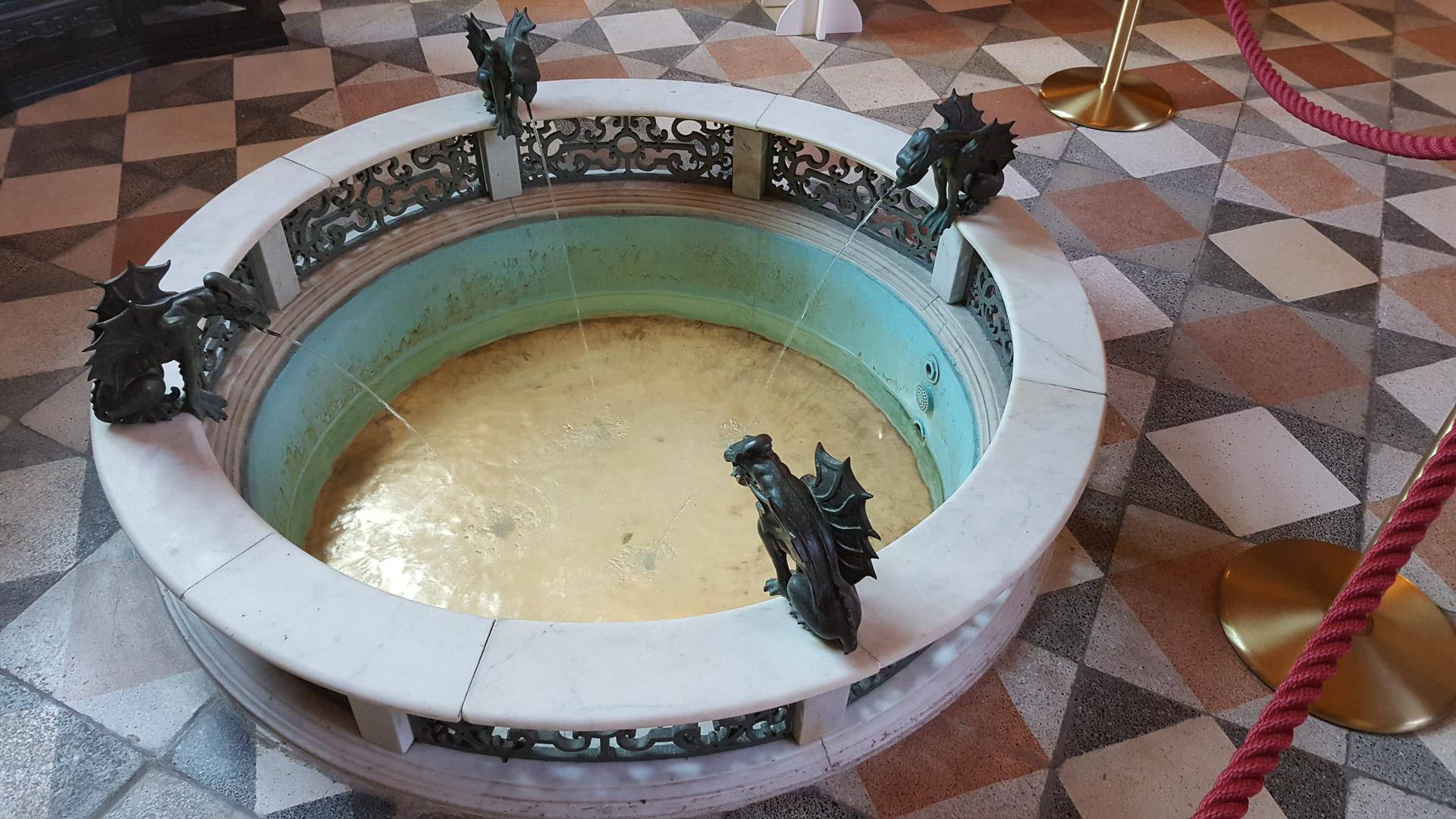 Brunnen im Obergeschoss