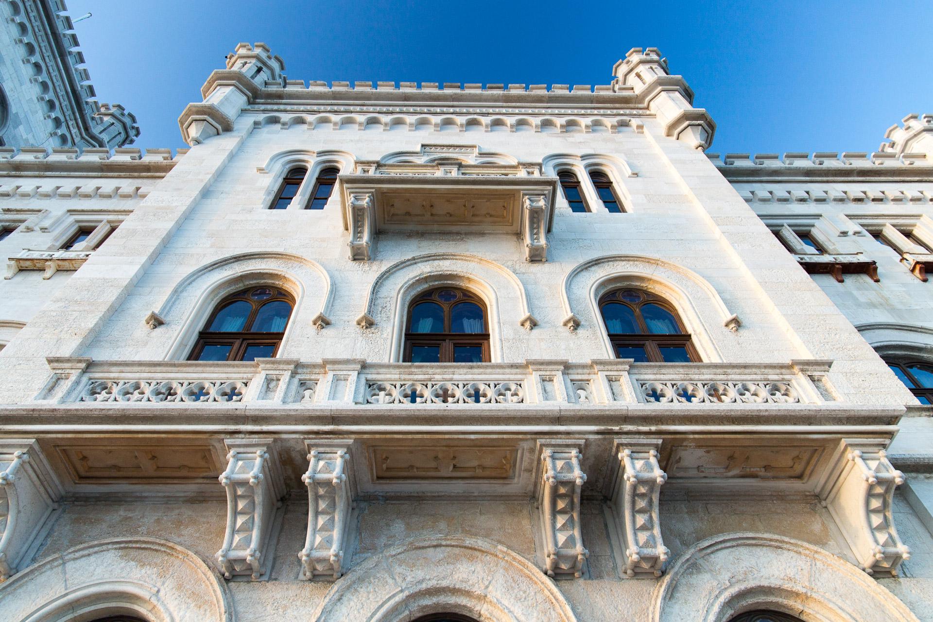 Ein Blick die Fassade hinauf