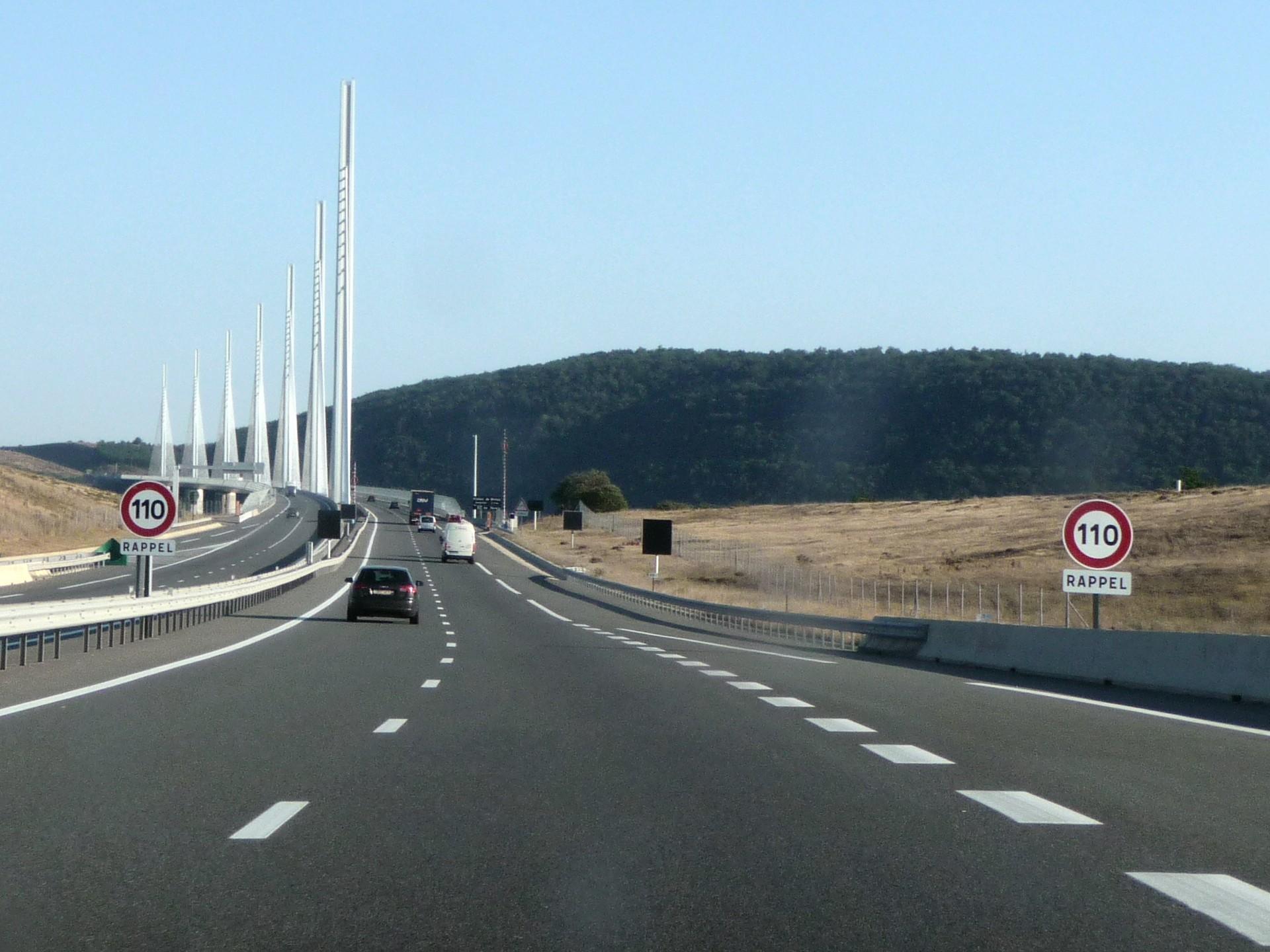 Zufahrt auf der Autobahn zum Viaduc de Millau