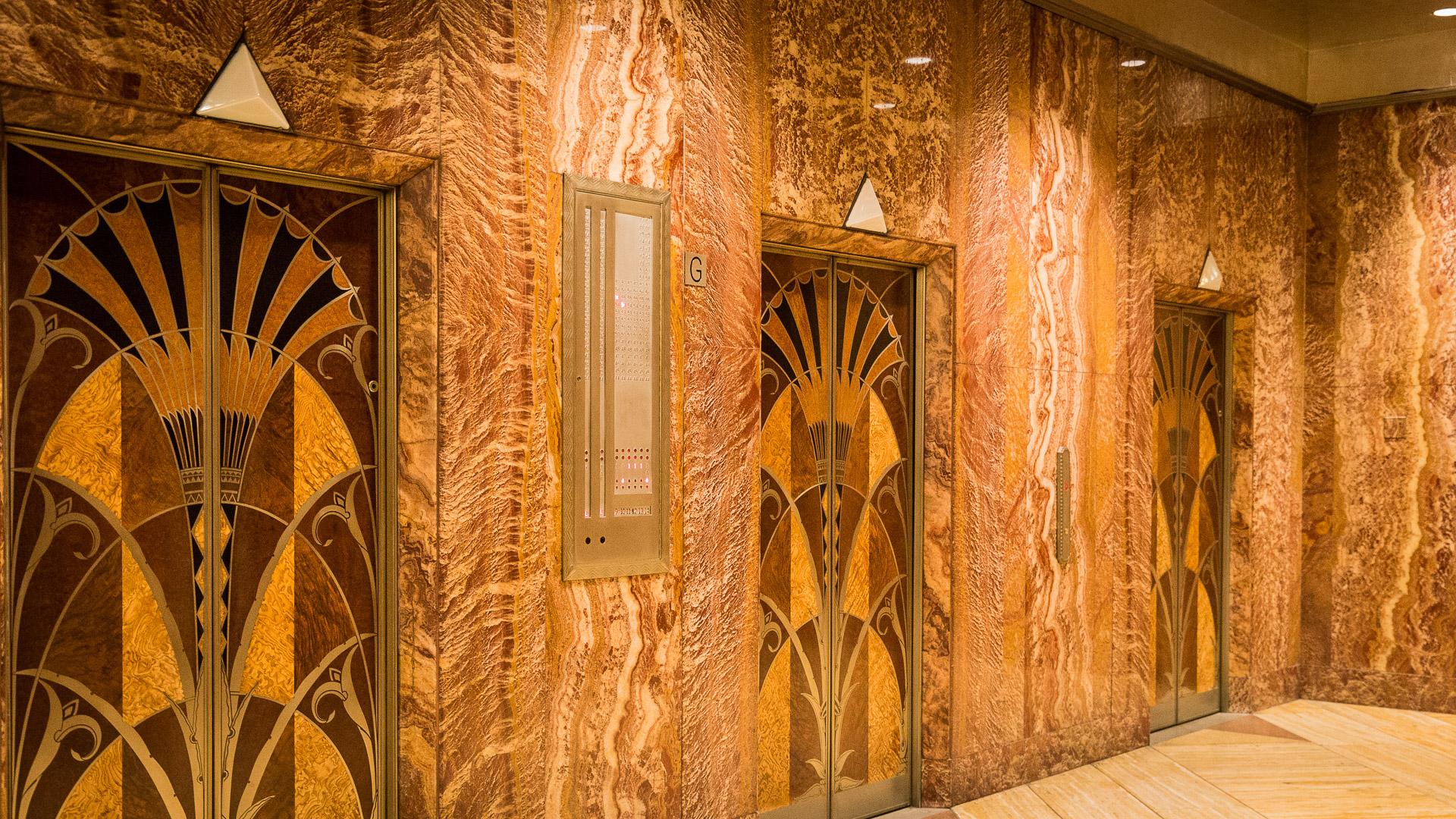 Aufzugtüren im Chrysler Building
