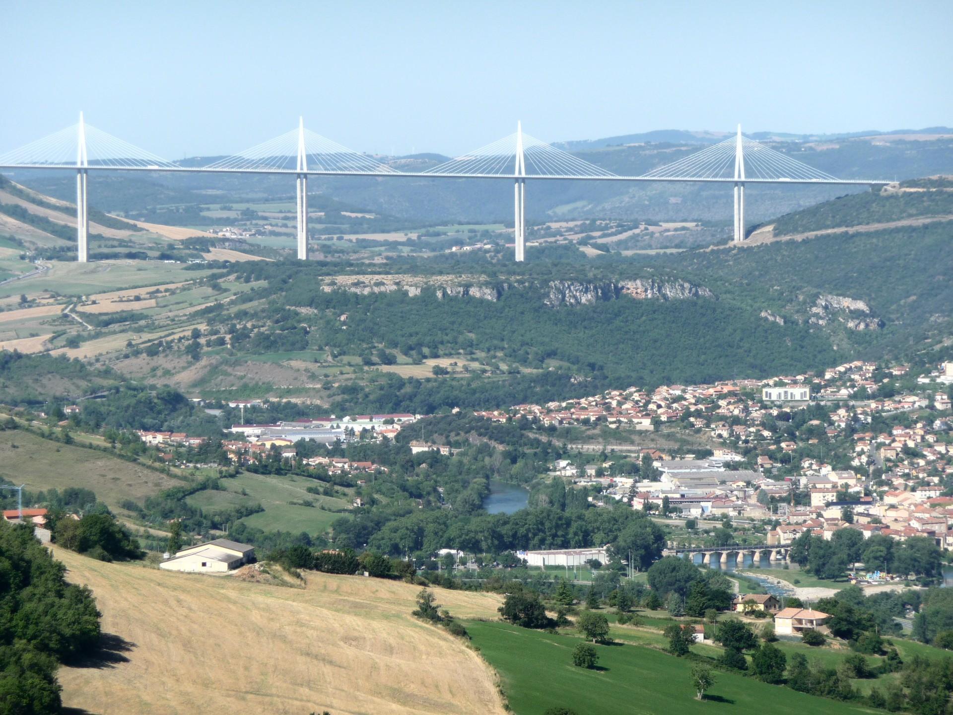 Viaduc de Millau vom Aussichtspunkt aus gesehen