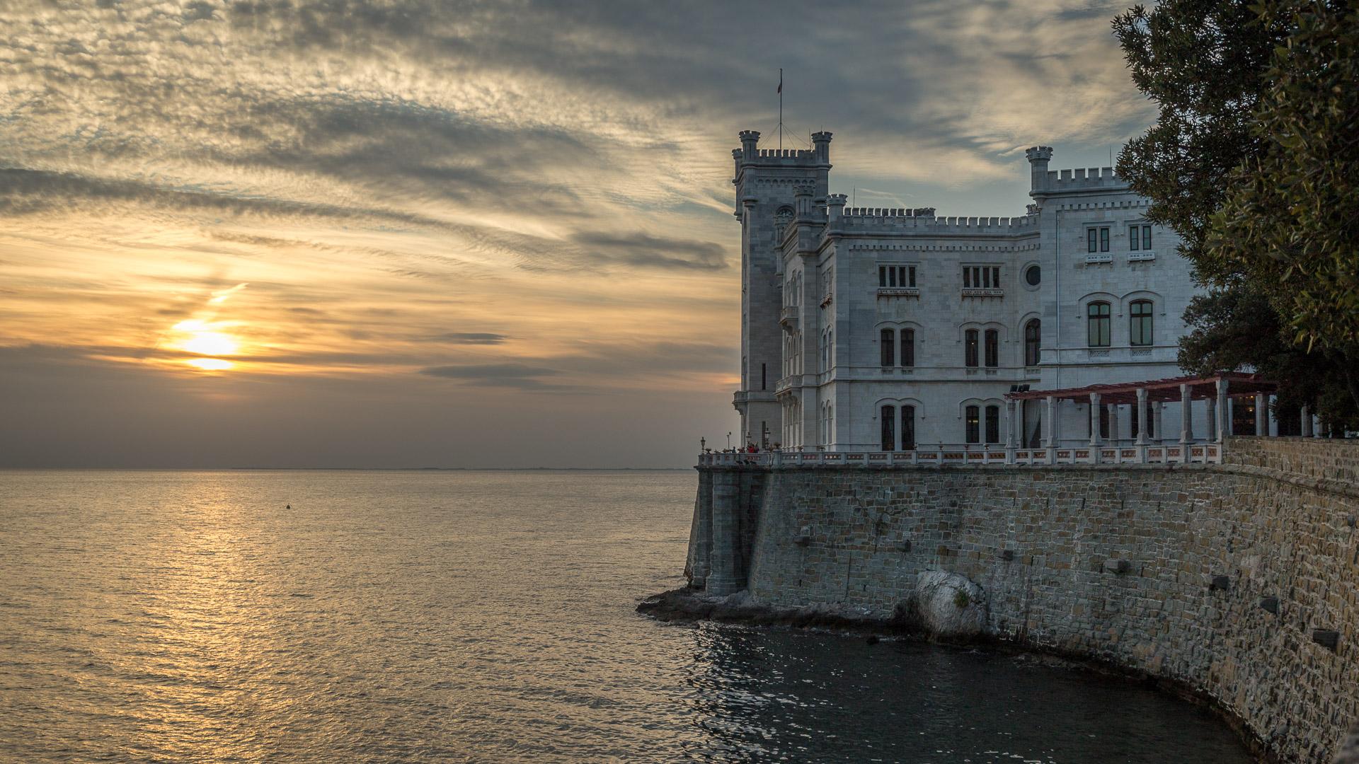 Castello di Miramare im Sonnenuntergang