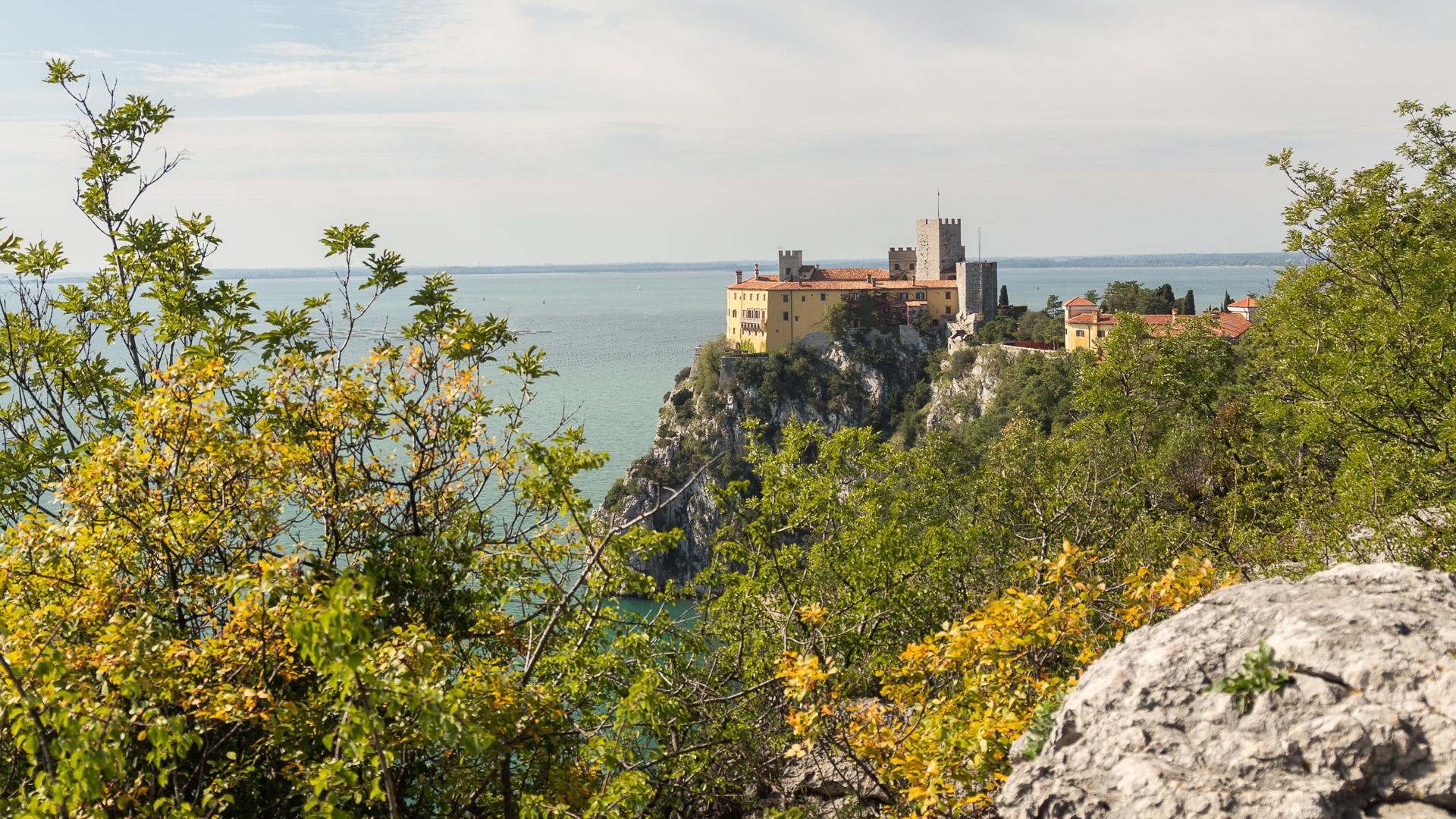 Blick auf das Schloss Duino von der Plattform aus