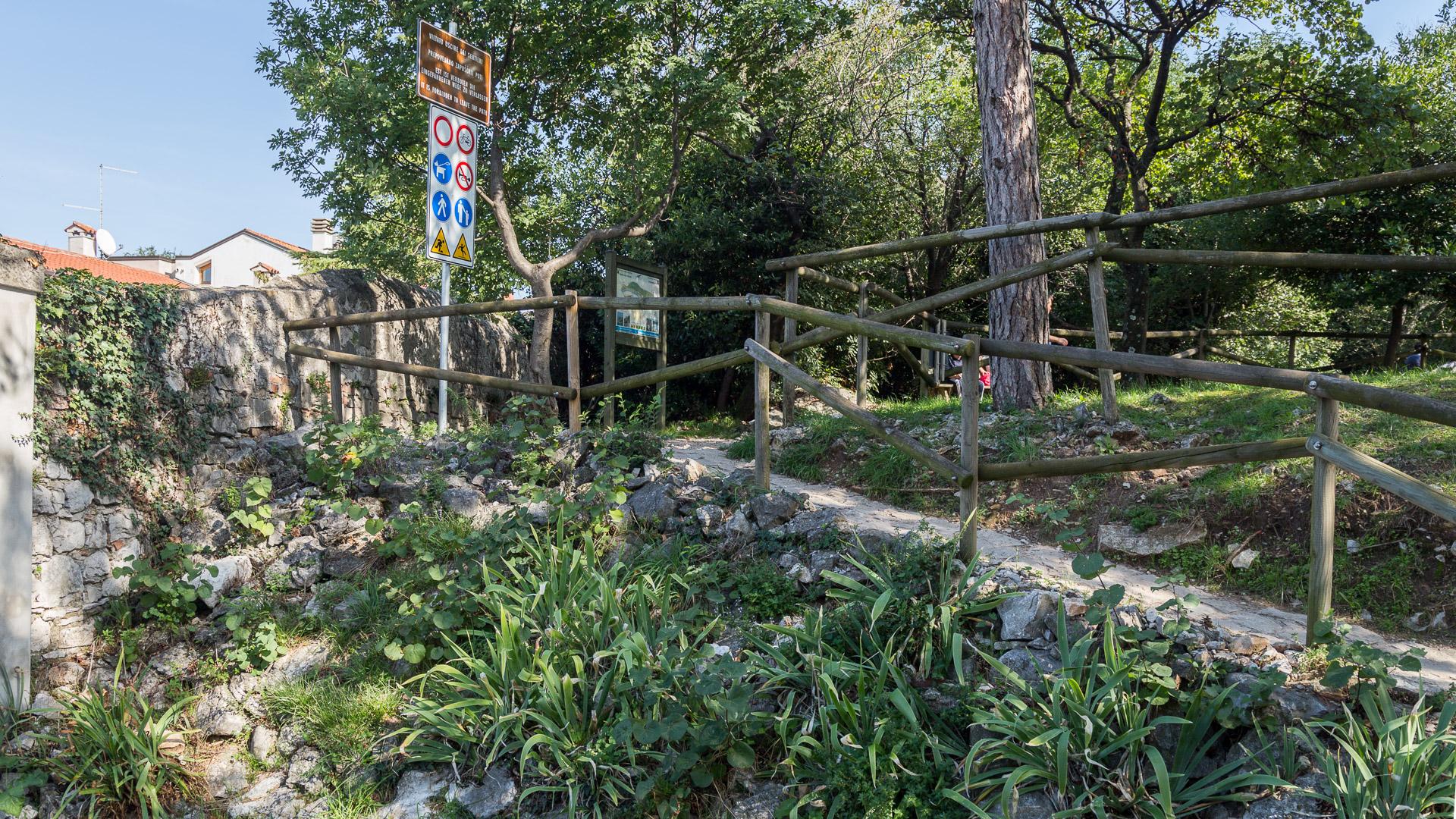 Ende des Rilkewegs beim Schloss