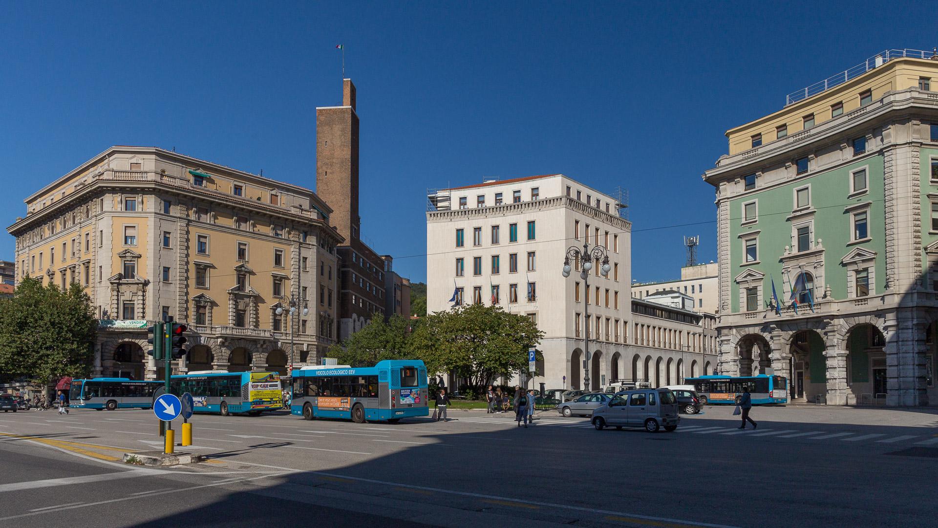 Piazza Guglielmo Oberdan