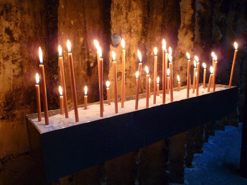 Bruder-Klaus-Kapelle, Opferkerzen