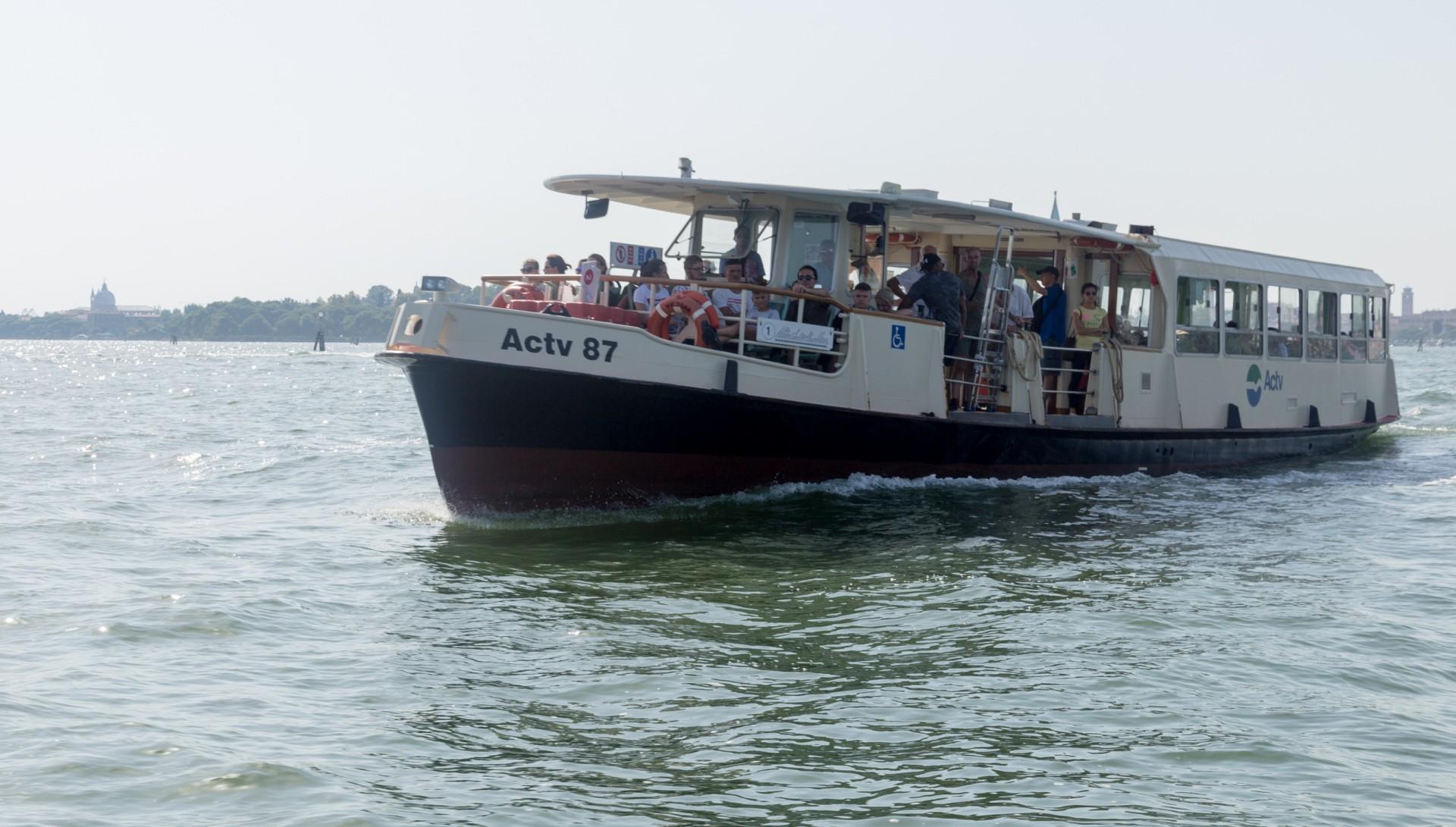Vaporetto, der Stadtverkehr in Venedig