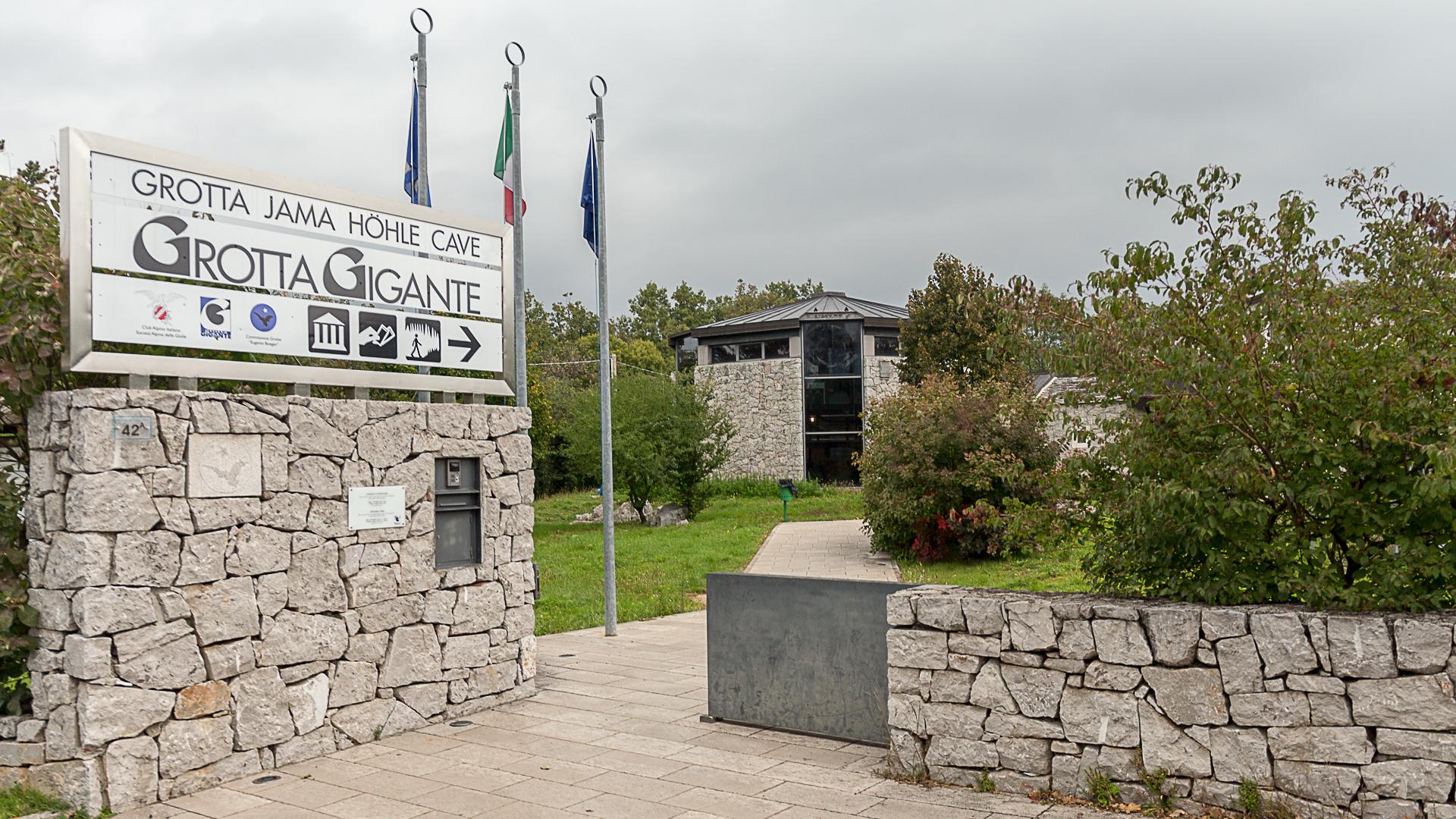 Das Museum und der Eintrittsverkauf zur Höhle