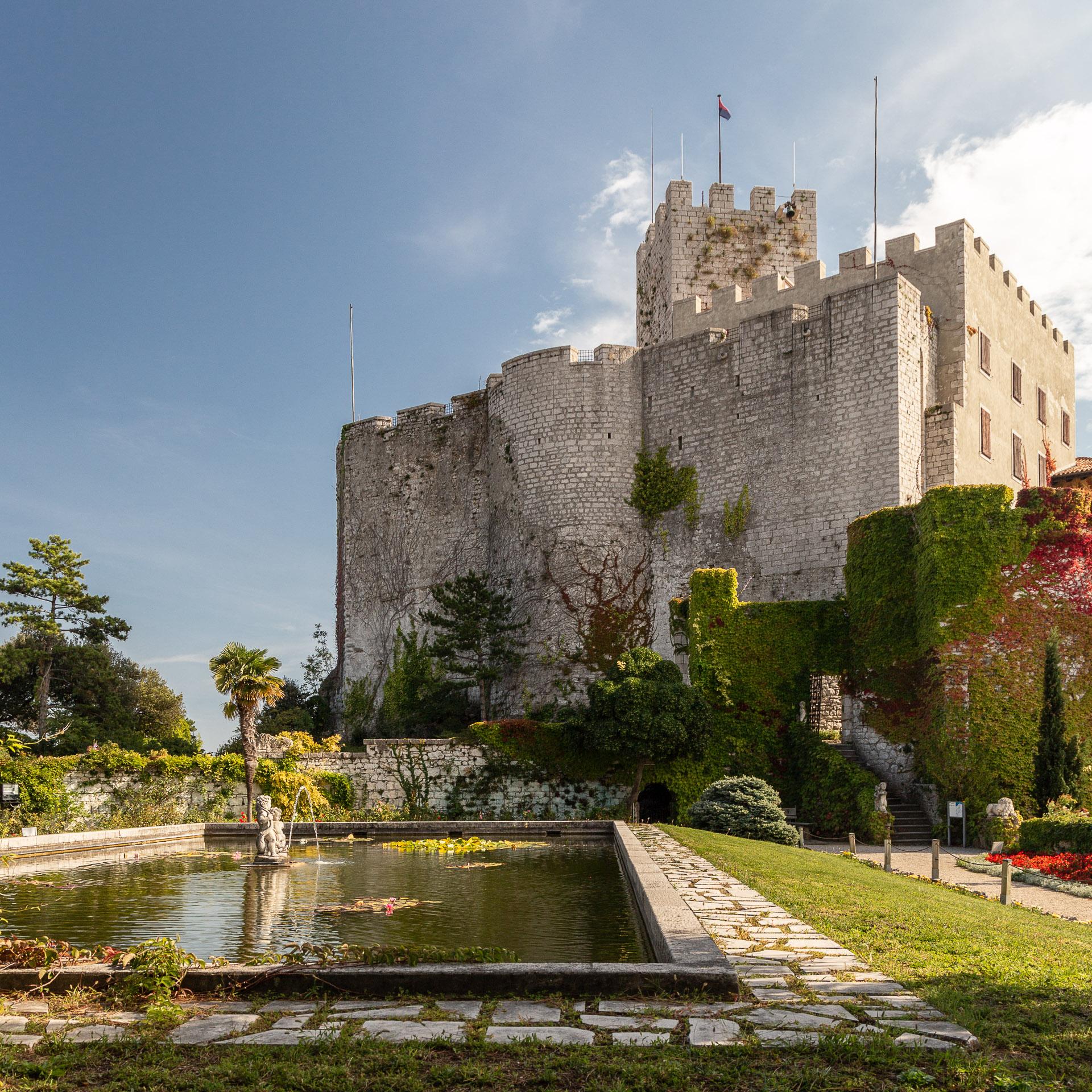 Blick vom kleinen Park neben dem Schloss