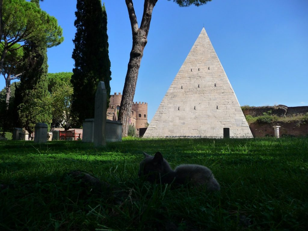 Protestantischer Friedhof, Cestius-Pyramide