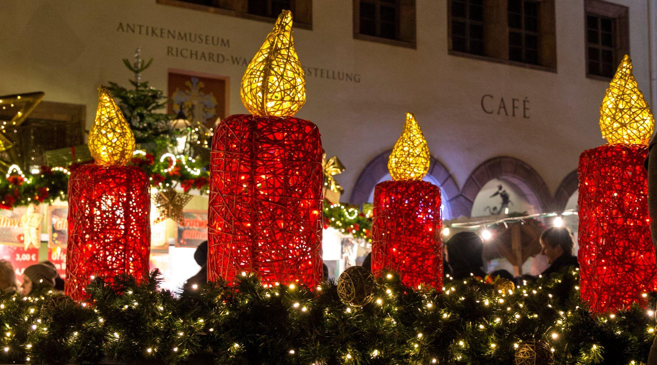 Lichterkranz im Nikolaikirchhof