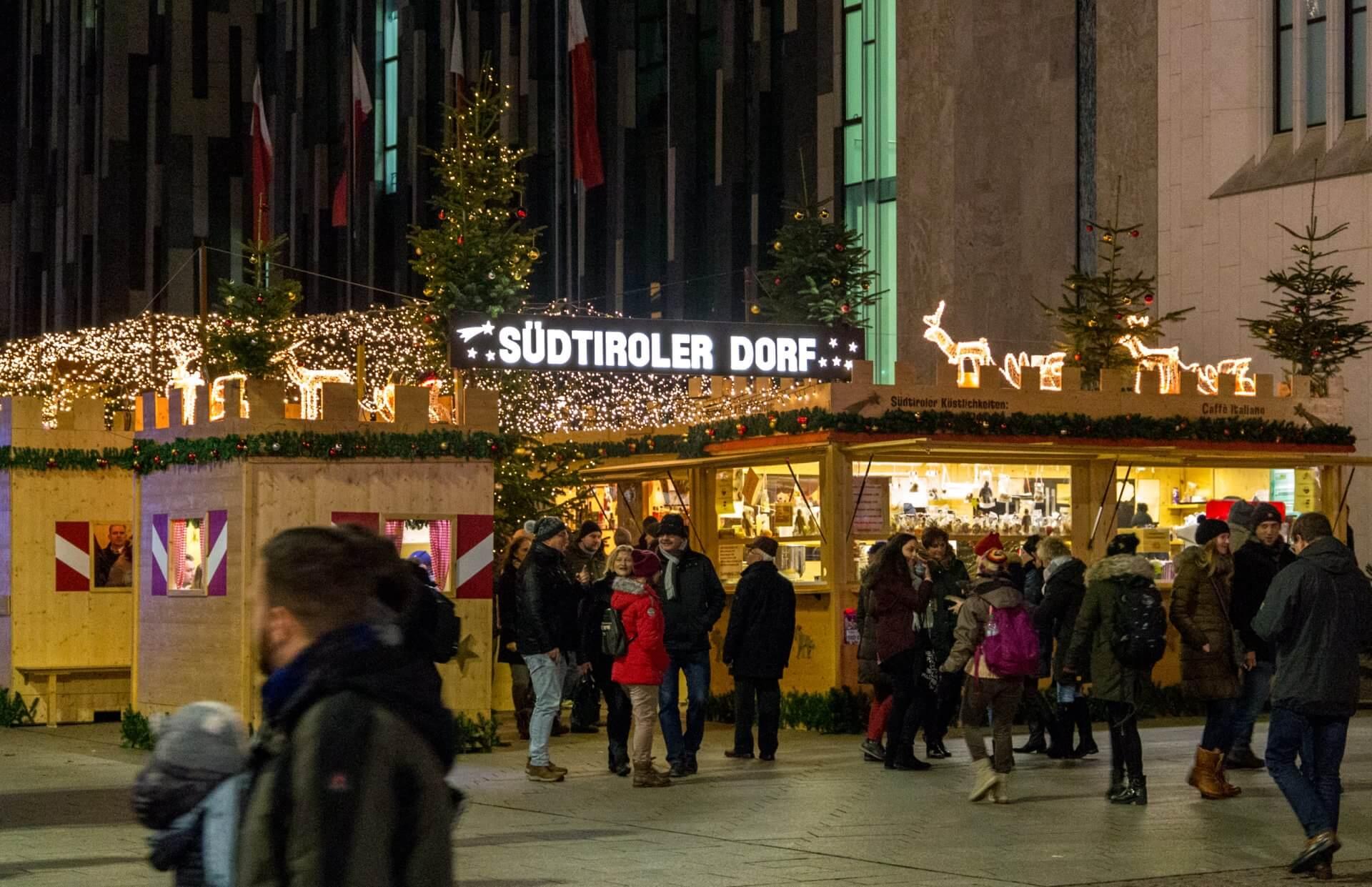 Südtiroler Dorf auf dem Weihnachtsmarkt Leipzig