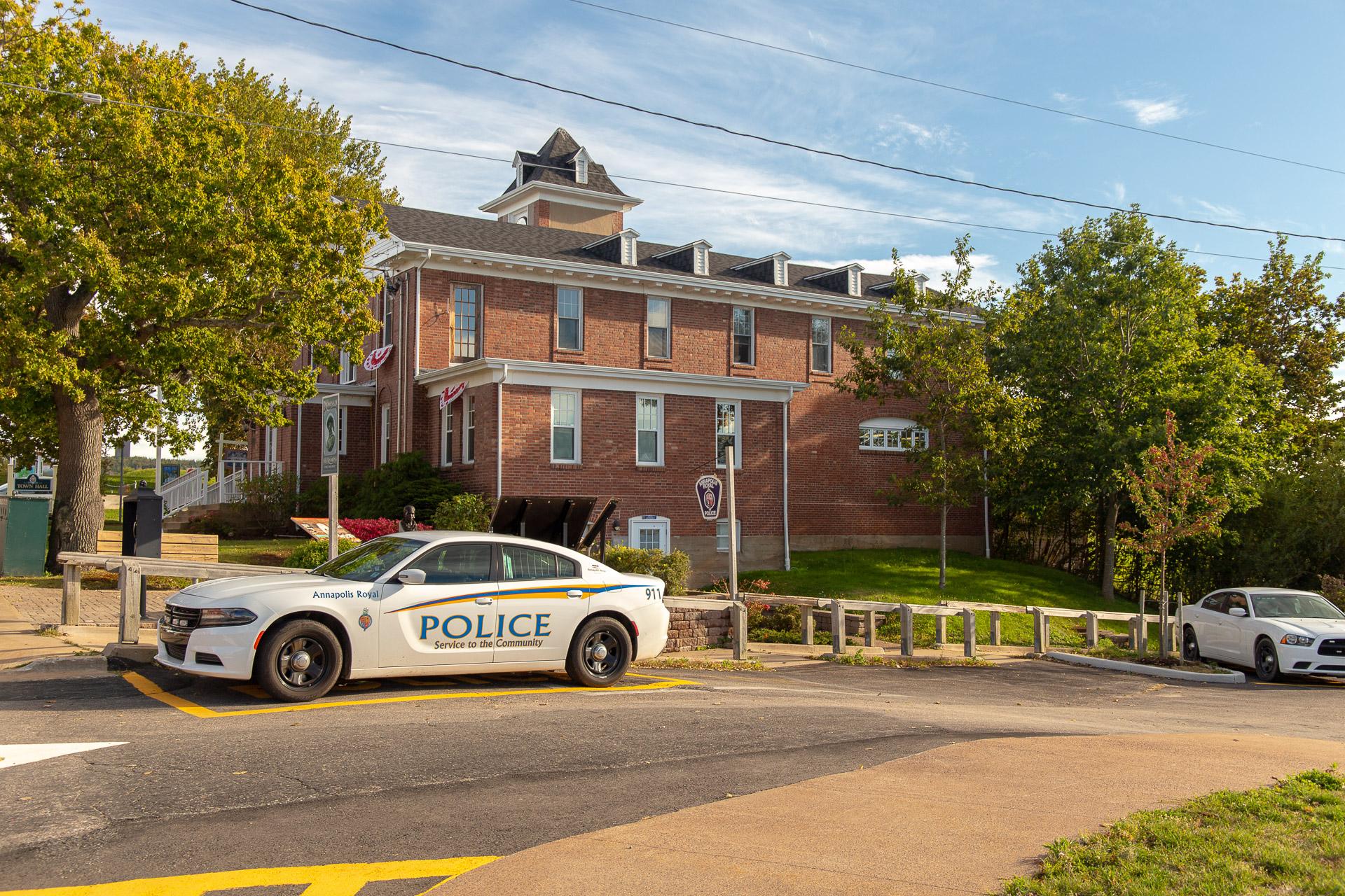Polizeiauto vor der Townhall
